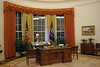 Full-scale replica of the Oval Office, decorated as it was during President Reagan's presidency (SomePhotosTakenByMe) Tags: ovaloffice whitehouse weiseshaus desk tisch fenster window flag flagge fahne replika replica nachbldung ronaldreaganpresidentiallibraryandcenterforpublicaffairs ronaldreagan reagan president präsident presidentiallibrary exhibition ausstellung präsidentenbibliothek simivalley californien kalifornien urlaub vacation holiday usa america unitedstates amerika california indoor