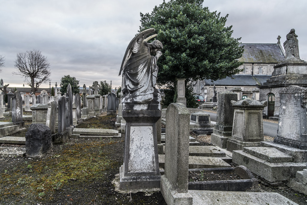 MOUNT JEROME CEMETERY IS AN INTERESTING PLACE TO VISIT [IT CLOSES AT 4PM]-134367