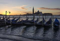picco di marea (Paolo Dell'Angelo (JourneyToItaly)) Tags: bacinodisanmarco sangiorgiomaggiore gondole sunrise alba venezia veneto italia hightide