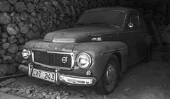 volvo (Walimai.photo) Tags: black white blanco negro branco preto blanc noir byn bw coche car madera wood pueblo elcasarito salamanca spain españa nikon d7000 18105
