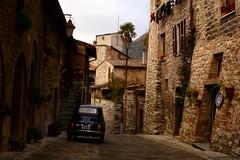Gubbio_peace and an old fiat 500 (moniq84) Tags: gubbio umbria italia italy borgo antico incantato pace peace car cinquecento fiat street streets old ancient pietra stone stones