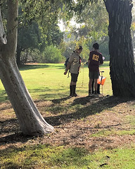 021 A Control Between Two Trees (saschmitz_earthlink_net) Tags: 2017 california longbeach eldorado orienteering laoc losangelesorienteeringclub losangeles losangelescounty eldoradoeastregionalpark park parks