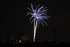 Feuerwerk Hochheimer Markt 2017 (OK's Pics) Tags: blende80 brennweite35mm389mm de deutschland feuerwerk hessen iso100 kameranikon1v1 objektiv1nikkorvr70300mmf4556 wiesbaden zeit8