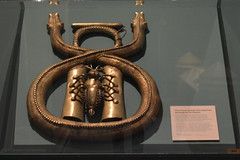 Chicago, IL - Grant Park - Field Museum - Africa - Bamum Brass Snake - Cameroon (jrozwado) Tags: northamerica usa illinois chicago museum fieldmuseum naturalhistory grantpark africa ethnography brasssnake bamum cameroon