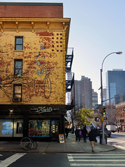 Faded Glory: Jean-Jacques Sempé (Eddie C3) Tags: newyorkcity manhattan hellskitchen theaterdistrict ninthavenue wallmurals wallart art jeanjacquessempé sempe cartoons streetscenes streetart streetfairs urbanlandscape urban cityscenes cityscapes architecture 47thstreet