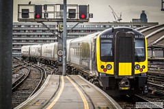 LondonWaterlooRailStation2017.10.31-28 (Robert Mann MA Photography) Tags: londonwaterloorailstation londonwaterloostation londonwaterloo waterloorailstation waterloostation waterloo lambeth londonboroughoflambeth london greaterlondon station trainstation trainstations railwaystation railstation railwaystations railstations railway railways architecture train trains city centre cities londoncitycentre 2017 tuesday autumn 31stoctober2017 networkrail networkrailwaterloo southwesttrains southwesternrailway class450 desiro class450desiro class444 class444desiro class707 desirocity class707desirocity class458 juniper class458juniper class455 class456 class159 southwesternturbo class159southwesternturbo