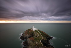 Ynys Lawd (Steve Clasper) Tags: wales anglesey lighthouse southstacklighthouse steveclasper longexposure coast coastal sunset