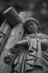 Grabmal (sirona27) Tags: grabmal figur skulptur friedhof historisch stein material bearbeitet