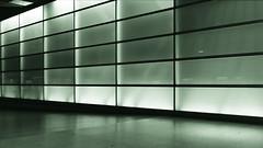 Wand (Pascal Volk) Tags: berlin mitte tiergarten potsdamerplatz berlinmitte nacht night noche herbst fall autumn otoño architecture architektur arquitectura canoneos6d canonef40mmf28stm 40mm dxophotolab dxofilmpack monochrome ctt square crazytuesdaytheme 7dwf