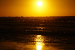 DSC06684 (ZANDVOORTfoto.nl) Tags: surf kite kitesurf sunset zonsondergang zandvoort aan zee watersports sun goldsky gold yellow geel goud zon noordzee northsea kiters kiting waves water