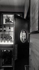 Thirsty? (AlainC3) Tags: restaurant bar aéroport airport laguardia newyork usa ny alcool blackandwhite noiretblanc bw nb reallife store