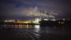 Roterdam, Holanda (Marina Is) Tags: puerto harbor roterdam holanda agua water nubes clouds noche night humo smoke sky cielo hss sliderssunday