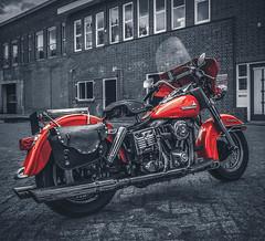 HARLEY DAVIDSON  FLH ELECTRA GLIDE (Roberto Braam) Tags: harleydavidson hd 82 flh electraglide harley red old motor scenery outdoor electra glide building vintage classic motorcycle motobike davidson