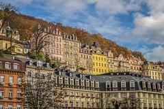Feliz Martes de Nubes.- (Charo R.) Tags: feliz martes de nubes karlovy vary casas ventanas otoño canon arbol edificios arquitectura cielo