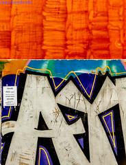 Geometria Urbana. 026. Valencia, noviembre 2017. (Jazz Sandoval) Tags: 2017 elfumador españa exterior enlacalle azul arquitectura artistic abstracción blanco color contraste calle colour curiosidad curiosity city ciudad digital day fotografíadecalle fotodecalle fotografíacallejera fotosdecalle geometría gráfico geometrías geometry graffiti graffitiart ilustración jazzsandoval luz light lines letrero valencia lineas murosyvallas mural muro negro nero naranja pintadas popart orange ruina streetphotography streetphoto sombras white