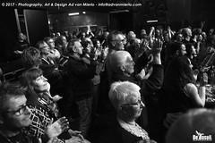 2017 Bosuil-Het publiek bij Sweetkiss Momma en Danny Bryant 14-ZW