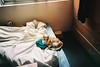 (埃德溫 ourutopia) Tags: film maco tcs eagle 400 macotcseagle macotcseagle400 canon canonprima canonprimaas1 filmphotography analog analogphotography expiredfilm cat neko meow mew bed room sheets フィルム ねこ ネコ 猫 貓