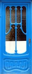 Sant Sadurní d'Anoia - Hospital 19 d (Arnim Schulz) Tags: modernisme barcelona artnouveau stilefloreale jugendstil cataluña catalunya catalonia katalonien arquitectura architecture architektur spanien spain espagne españa espanya belleepoque doors türen portes puertas art kunst arte modernismo building edificio gebäude bâtiment baukunst door tür porta puerta wood holz bois madera eixample gaudí liberty ornament ornamento