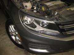 2009-2017 Volkswagen Tiguan Headlight Housing - Low Beam, High Beam, Front Turn Signal & DRL / Parking Light Bulbs - Changing Burnt Out Light Bulbs (paul79uf) Tags: 2009 2010 2011 2012 2013 2014 2015 2016 2017 vw volkswagen tiguan headlight head light bulb bulbs lamp led upgrade como hacer cambiar bombilla part number halogen low beam high front turn signal drl daytime running parking remove removal removing 1st gen first generation