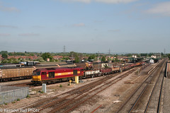 Westbound PW at Didcot (Kernow Rail Phots) Tags: 60096 class60 60 didcot pw train trains wagons sunny station gwml ews red gold tracks junction railway railways railroad westbound saturday 5th may 2007
