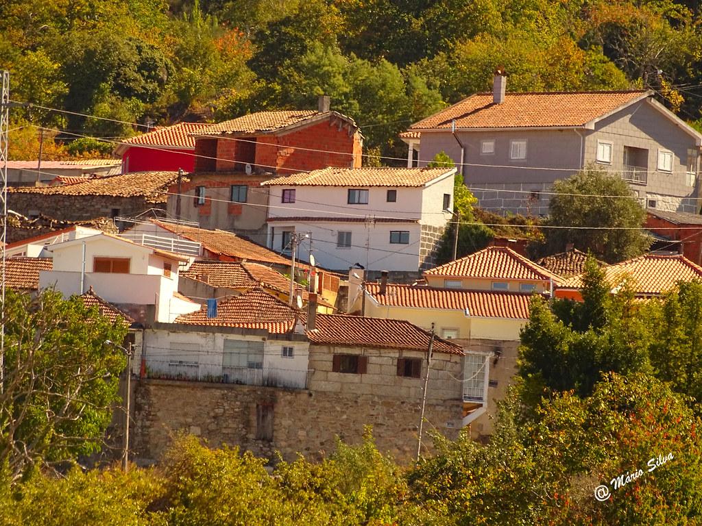 Águas Frias (Chaves) - ... algumas casas da Aldeia ...