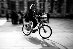 Elle traverse la Place (Fabrice Denis Photography) Tags: streetphotography france noiretblanc bwphotography street monochromephotography nouvelleaquitaine youpic blackandwhitephotographer monochrome placepeyberland bordeaux streetpics blackandwhitephotos blackandwhite streetphotos gironde urbanphotography fujifilmexpériencetour2017 blackandwhitephotography fr