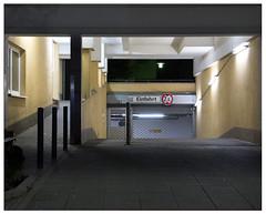 Tiefgarageneinfahrt #4 (Christoph Schrief) Tags: frankfurtammain sachsenhausen deutschherrnufer neubau tiefgarage tiefgarageneinfahrt architektur leicadlux109 digital