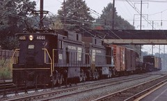 Penn Central E33 4601+4610 at North Elizabeth 1970 (lf14515) Tags: penn central electric