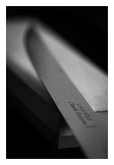 Macro Mondays (objet introuvable) Tags: monochrome macromondays hone blackandwhite bw nb noiretblanc macro minimalism knife canon70d canon contrast contraste