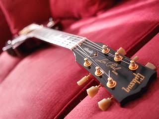 Laisse Paul jouer de sa Gibson :-)