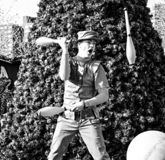 Performance by a juggler at the 2016 Baltimore Christmas Village. (Bill A) Tags: blackandwhite klassklowne juggler blackandwhitephotography streetperformer juggling baltimorechristmasvillage