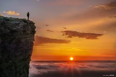 Mente, alma y espíritu (Jabi Artaraz) Tags: jabiartaraz jartaraz zb euskoflickr peio amanecer sun sol light nature natur naturesfinest natureselegantshots contraluz soledad sunrise sunset navarra beriain sandonato nafarroa euskalherria paysbasque basquecountry atalaya vistas