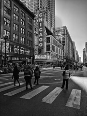 Parade (ancientlives) Tags: chicago illinois il usa travel trips thanksgiving parade thursday november 2017 autumn holiday walking streetphotography statestreet theatre chicagotheatre blackandwhite bw monochrome mono ngc