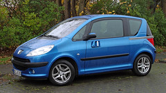 A compact with sliding doors (Schwanzus_Longus) Tags: delmenhorst german germany france french modern car vehicle compact minivan small sliding door spotting spotted carspotting peugeot 1007 auto