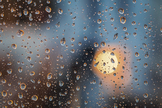 Il pleut toujours quelque part.