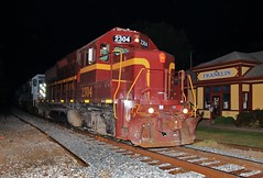 Night Prowler (BravoDelta1999) Tags: louisvilleandindiana lirc railroad pennsylvaniarailroad prr railway franklin indiana emd gp392 2304 manifest train