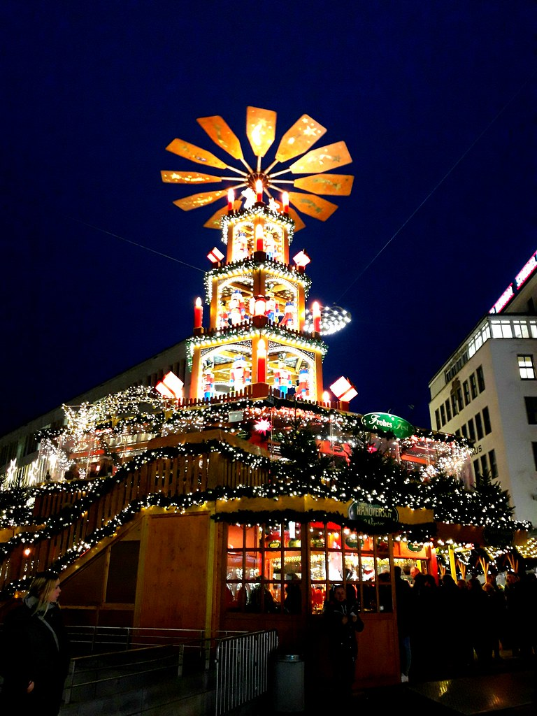 the world 39 s best photos of pyramide and weihnachtsmarkt. Black Bedroom Furniture Sets. Home Design Ideas