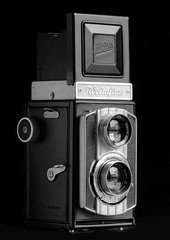 Weltaflex side R (Mattia Camellini) Tags: weltaflex analog biottica twinlens canoneos5 ef135mmf2lusm mattiacamellini ilfordfp4 id11 vintagecamera cameraporn canoscan9000fmarkii