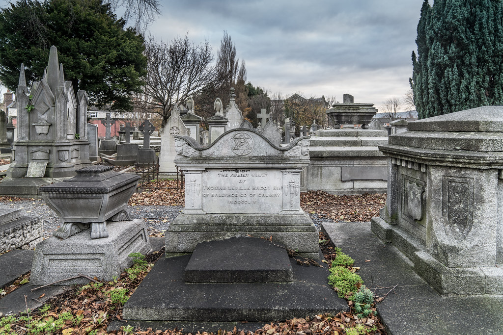 MOUNT JEROME CEMETERY IS AN INTERESTING PLACE TO VISIT [IT CLOSES AT 4PM]-134320