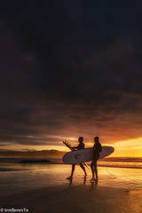 Surf Lovers (IrreBerenTe Natalia Aguado) Tags: parquenaturaldeoyambre surflovers surf surfing sport sunset cloudscape cloudss goldenhour landscape beach sanvicentedelabarquera cantabria nataliaaguadoirreberente backlight pair couple lovers human factor sun