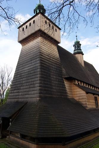 Wieża kościoła Wniebowzięcia NMP i św. Michała Archanioła w Haczowie od południowego zachodu