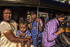 BADAMI: DANS UN TOUK TOUK (pierre.arnoldi) Tags: inde india touktouk pierrearnoldi photographequébécois karnataka badami on1raw2018 canon6d photoderue photooriginale photocouleur portraitdefemme