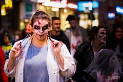 La Marche des Zombies de Montréal 2017 / 2017 Montreal Zombie Walk / 28.10.2017 (yravaryphotoart.com) Tags: canoneos7d canon canonef50mmf14usm yravaryphotoart yravary yul yravaryphotoartcom nuit night montreal
