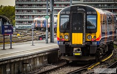 LondonWaterlooRailStation2017.10.31-71 (Robert Mann MA Photography) Tags: londonwaterloorailstation londonwaterloostation londonwaterloo waterloorailstation waterloostation waterloo lambeth londonboroughoflambeth london greaterlondon station trainstation trainstations railwaystation railstation railwaystations railstations railway railways architecture train trains city centre cities londoncitycentre 2017 tuesday autumn 31stoctober2017 networkrail networkrailwaterloo southwesttrains southwesternrailway class450 desiro class450desiro class444 class444desiro class707 desirocity class707desirocity class458 juniper class458juniper class455 class456 class159 southwesternturbo class159southwesternturbo