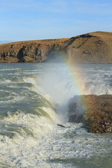 Urriðafoss (Urridafoss), Suðurland (South Iceland) (Mike Sirotin) Tags: grass urridafoss landscape travelphotography ísland water suðurland thjorsa naturephotography iceland moss rainbow waterfall travel landscapephotography shore southiceland urriðafoss rocks cliffs þjórsá river nature