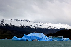 Sailing among giants (Daniel Nebreda Lucea) Tags: iceberg ice mountains montañas snow nieve ship barco boat bote clouds nubes cold frio landscape paisaje nature naturaleza light luz lights luces blue azul argentina glaciar water lake agua lago sea mar sailing navegando travel viajar canon 60d 50mm adventure aventura big grande small pequeño danger peligro america composition composicion sun sol wild salvaje wildlife vida old viejo antiguo chile latinoamerica cloudy nublado traveling viajando texture textura textures texturas tryp viaje calafate giant gigante