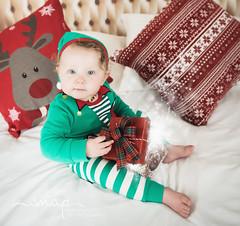 A Little Bit Of Christmas Magic! (Samantha Nicol Art Photography) Tags: christmas session bed headboard beith samantha nicol art studio looks like film modern toddler xmas mini present gift bow magic stars elf