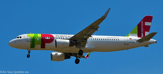 Airbus A320-214(WL) CS-TNS