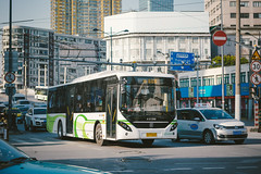 SUNWIN SWB6128EV56_HuDP0605 (hans-johnson) Tags: swb sunwin swb6128 volvo volvo7900 bus buses transit transport transportation traffic publictransport publictransit public publictransportation auto automobile moving electric electricbus siemens atl city road urban metropolis metropolitan green blue white winter 2017 canon eos cities 5d eos5d 5d3 5diii vscocam vscofilm camera capture shanghai thebund cn sh asia asian chn chine prc lr ps photoshop hdr 中国 上海 申沃 客车 巴士 亚洲 公交 公交车 交通 外滩 電気バス 纯电动 电动 day light shadow daylight 2470mm 70mm