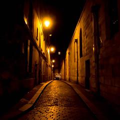 Paris 5e (Loanne ou Lolo) Tags: nuit paris pavés lumière ruelle